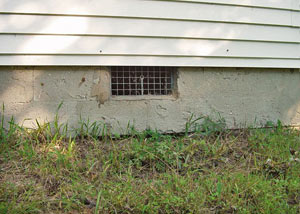 Open crawl space vents that let rodents, termites, and other pests in a home in Statesboro